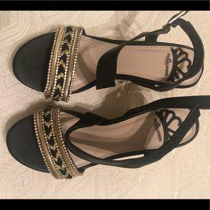 Fergslicious black/ gold sandal